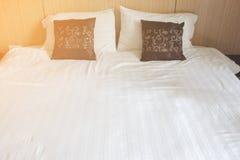 凌乱的卧室,特写镜头私有卧室,卧室旅馆看法的关闭  特写镜头卧室在早晨 库存图片