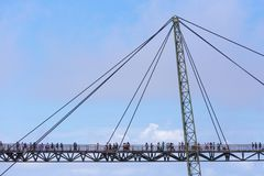 凌家卫岛天空桥梁,吊桥在凌家卫岛吉打马来西亚是125米弯曲的步行者缆绳被停留的桥梁 库存图片