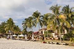 凌家卫岛,马来西亚, 2017年12月21日:凌家卫岛白色沙滩  免版税图库摄影