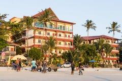 凌家卫岛,马来西亚, 2017年12月21日:游人享用凌家卫岛海滩 库存图片