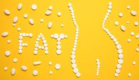 减肥与药片,肥胖燃烧器 减肥概念,亭亭玉立您的身体,不用施加 维生素药物 图库摄影