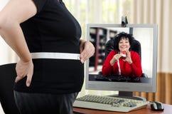 减肥的肥胖妇女开始 库存图片