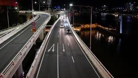 减轻在M3和平的机动车路北部的交通的光在布里斯班 股票视频