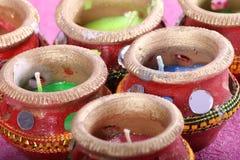 减速火箭印地安装饰蜡烛的罐- 免版税图库摄影