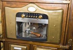减速火箭咖啡的设备 免版税库存图片