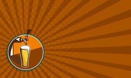 减速火箭啤酒品脱玻璃的轻拍 皇族释放例证