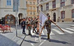 减速火箭的军队游行 免版税库存图片