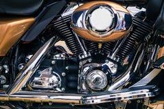 减速火箭的发光的镀铬物摩托车引擎图象 库存图片