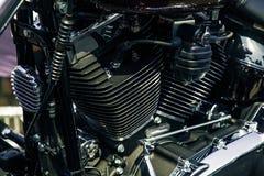 减速火箭的发光的镀铬物摩托车moto引擎 免版税库存照片
