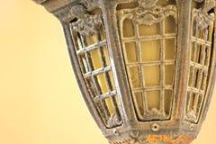 减速火箭的古色古香的街灯 免版税库存图片