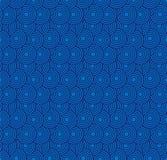 减速火箭的墙纸 与圈子的抽象无缝的几何样式在蓝色 免版税图库摄影