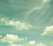 减速火箭的天空蓬松云彩 库存照片