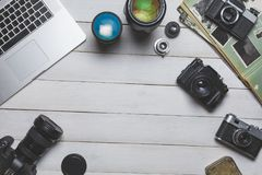 减速火箭的影片照相机、dslr照相机和笔记本 技术developm 库存照片