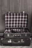 减速火箭的手提箱旅行 免版税库存照片