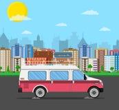 减速火箭的旅行有袋子的van car在屋顶 图库摄影