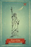 减速火箭的旅行海报的自由女神像 免版税库存图片