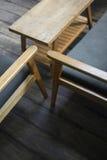减速火箭的木家具室内设计细节  免版税库存照片