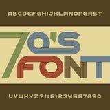 减速火箭的条纹字母表向量字体 在20世纪70年代样式的质朴的类型信件、数字和标志 免版税库存照片