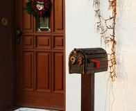 减速火箭的样式德国人邮箱 圣诞节信函邮件导航的圣诞老人 库存照片