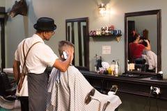 减速火箭的样式理发店 库存图片