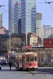减速火箭的样式电车在大连市中心,中国 免版税库存图片