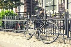 减速火箭的样式自行车 免版税库存照片