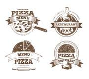 减速火箭的比萨店传染媒介标签,商标,徽章,与薄饼象的象征 免版税库存图片