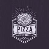减速火箭的比萨店商标设计 葡萄酒薄饼象征 行家徽章样式 皇族释放例证