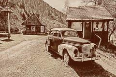 减速火箭的汽车在老村庄 被定调子的图象 免版税图库摄影