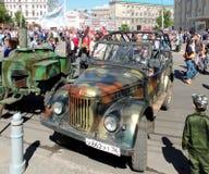 减速火箭的汽车苏联军用吉普UAZ-69和军队食物卡车 免版税库存图片
