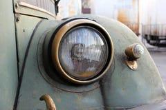 减速火箭的汽车葡萄酒车灯 库存照片