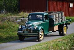 减速火箭的清新的环境古董雪佛兰薛佛列从1946年拾起卡车 库存照片