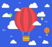 减速火箭的热空气气球飞行天空背景 免版税库存图片