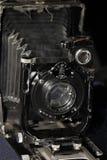 减速火箭的照相机大型格式化黑色背景 库存照片