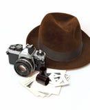 减速火箭的照相机&浅顶软呢帽帽子 免版税库存照片