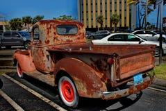 减速火箭的生锈的古色古董雪佛兰薛佛列从1946年在Ft Lauderdale1946拾起卡车在显示 图库摄影