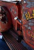减速火箭的生锈的古色古董雪佛兰薛佛列从1946年在Ft Lauderdale1946拾起卡车在显示 库存图片