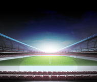 减速火箭的电视在橄榄球场中场  皇族释放例证