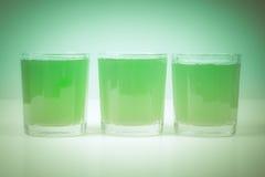 减速火箭的神色绿色苹果汁 免版税库存照片