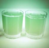 减速火箭的神色绿色苹果汁 库存图片