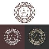 减速火箭的老咖啡商标传染媒介设计以图例解释者 免版税库存照片