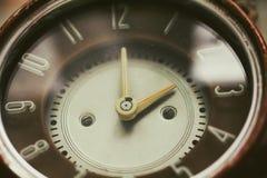 减速火箭的老棕色时钟 库存照片