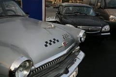 减速火箭的老汽车伏尔加河GAZ - 21辆出租车/苏联的片段1960年 免版税库存照片