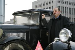 减速火箭的老汽车GAZ - AA,著名` polutorka `,第二次世界大战的汽车的片段 WW2 -苏联1930年 库存图片
