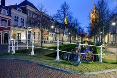 减速火箭的自行车、老教会和运河在德尔福特, Netherland 免版税库存图片
