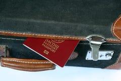 减速火箭的被称呼的手提箱 免版税库存照片