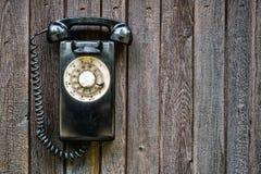 减速火箭的转台式黑电话 免版税库存照片