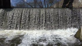 减速火箭的遗弃具体水坝和河瀑布水流量 4K 影视素材
