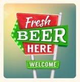 减速火箭的霓虹灯广告啤酒 库存图片