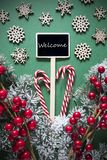 减速火箭的黑圣诞节标志,光,英国文本欢迎 免版税库存图片